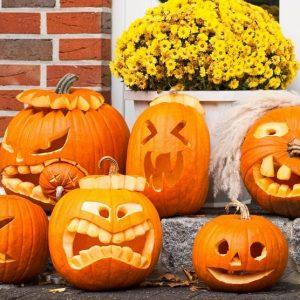 Украшения дома на Хэллоуин 1