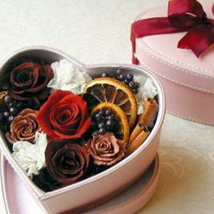подарочная коробочка со цветами