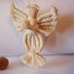 Кукла-сувенир из ниток в народном стиле 1