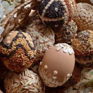 Пасхальные ЭКО-яйца - декор крупой и семенами_